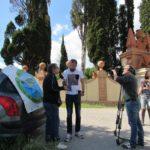 davanti alla villa intervista